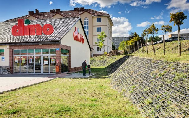 Reinforcement of slope in front of the Dino supermarket