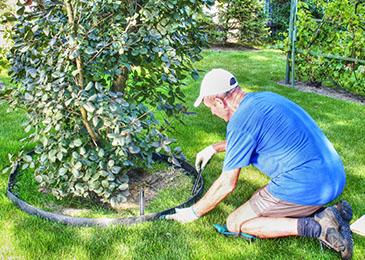 Krok 2 - montaż obrzeży ogrodowych
